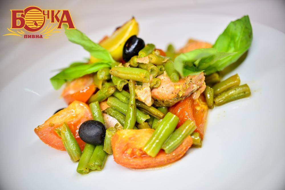 Лосось з овочами